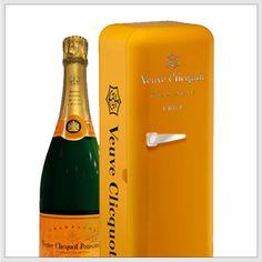 ¿Qué les parece el empaque para presentar una botella de Champagne? #Packaging  http://www.ucal.edu.pe/carreras/diseno-grafico-publicitario/