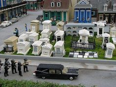 Lego New Orleans cemetery & jazz funeral. New Orleans Cemeteries, Funeral March, Lego Halloween, After Life, Legoland, Legos, Cemetery, Death, Mansions