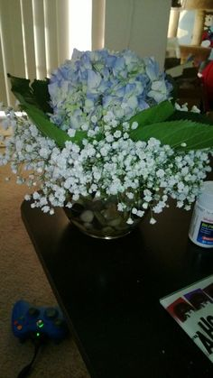 Ugh, who doesn't love hydrangeas?!  So easy!  Got the glass bowl and rocks at the dollar store!