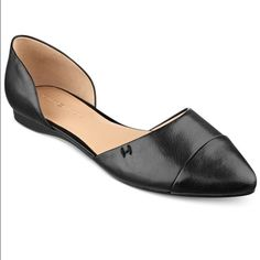 Tommy Hilfiger black flats NWT. Never worn. In perfect condition. Bought but too small for me. Super cute. Also have in navy stripped ❤️ Tommy Hilfiger Shoes Flats & Loafers