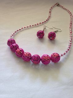 Pink+necklace+and+earring+set+by+KCstylejewelry+on+Etsy,+$25.00
