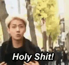 -Este material es demasiado genial, creo que podríamos hacernos millonarios Chennie, ¿imagina subir esto a youtube? –aplaudió Baekhyun contento delante de la cámara