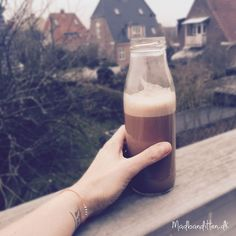 Kakaodrik med få kulhydrater --> madbanditten.dk Lchf, Keto, Nespresso, Glass Of Milk, Smoothies, Drinks, Juice, Low Carb, Food