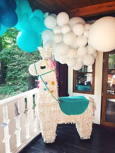 Ideias de Decoração de Festa Lhamas Llama Birthday, Baby Girl First Birthday, First Birthday Parties, Birthday Party Themes, First Birthdays, Party Fiesta, Festa Party, Diy Party, Party Ideas