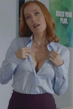 Gillian Anderson - (Dana Scully in The X-Files) Sexy Older Women, Sexy Women, Beautiful Redhead, Beautiful Women, X Files, Jenifer Aniston, Dana Scully, Hollywood, Celebs