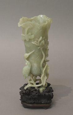 Period:     Qing dynasty (1644–1911), Kangxi period (1662–1722) Culture:     China Medium:     Nephrite, light greenish gray