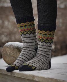Tilasin kokeeksi satsin Tukuwoolin sockia eli kotimaisen Tukuwoolin polyamidivahvisteista sukkalankaa. Aloitin niistä sukat ja ihastuin l...