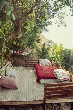 Reminds me a little of my nights in the west Jerusalem back garden with the hammock, but to the nth. Want to go to wherever this shot was taken.