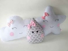 Sweet And Cute Kids Pillow Ideas They Will Love - Dlingoo Cute Pillows, Baby Pillows, Baby Kind, Baby Love, Felt Crafts, Diy And Crafts, Diy Bebe, Felt Toys, Baby Decor