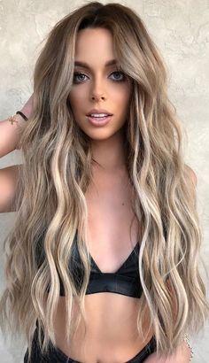 sandy blonde hair trends 2020, blonde hair color, hair color 2020, ash blonde hair, blonde hair color ideas, hair color trends 2020, blonde hair highlights #blondehaircolors #blondhaircolorideas #haircolortrends #blondhairtrends #beigeblondehair Blondish Brown Hair, Soft Brown Hair, Brown Hair Balayage, Ombre Hair, Sandy Hair, Sandy Blonde, Inspo Cheveux, Cool Blonde Hair, Hair Color Shades