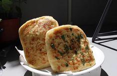 Πίτες Τυριού Υλικά Για τη ζύμη 1 κιλό αλεύρι 2 κουταλιές της σούπας ζάχαρη 1 φακελάκι ξηρής μαγιάς (10g) 1 κουταλάκι του γλυκού αλάτι 125 ml χλιαρό νερό 400ml χλιαρό γάλα Για το γέμιση 200 γρ.τυρί πίτσας τσένταρ 200 γρ. τυρί τσένταρ 100 γραμμάρια λιωμένου βουτύρου + 50 ml λαδιού Εκτέλεση Ρίχνουμε το αλεύρι σ […] The post Νόστιμες Πίτες με Τυριά για τέλειο πρωινό appeared first on Η Μαγειρική ανήκει σε όλους.