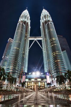 Architecture; Petronas Towers, Kuala Lumpur, Malaysia