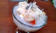 Snow White Ice by Juragan Es Sidoarjo... bertaburan nata decoco, buah leccy, rumput laut, jelly, selasih, disiram kuah leccy... nyummmi.... lenyeer... buruan cobain... ^-^