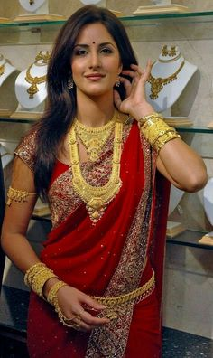 Katrina Kaif looking super hot in this red saree and lots of gold Jewellery. Indian Celebrities, Bollywood Celebrities, Bollywood Actress, Actress Priyanka, Katrina Kaif Images, Katrina Kaif Photo, Preity Zinta, Red Saree, Indian Bollywood