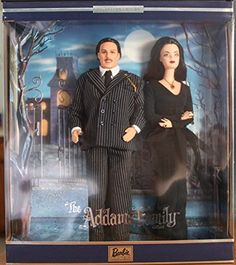 Barbie -The Adams Family Morticia & Gomez Collectable Gift Set 2000 Adams Family Morticia, Die Addams Family, Dramatic Eye Makeup, Dramatic Eyes, Barbie Und Ken, Barbie Dolls, Gomez And Morticia, Morticia Addams, Charles Addams
