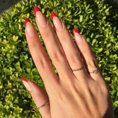 For those who like delicate nail design, Stiletto Nails are becoming a trend! More and more women choose this Stiletto Nail Designs! As far as nail art is concerned, stiletto style nails is a good reflection. They are basically elliptical, but at t Red Nail Art, Acrylic Nail Art, Acrylic Nail Designs, Red Nails, Hair And Nails, Nail Art Designs, Almond Nails Red, Almond Nail Art, Almond Shape Nails