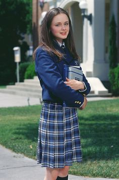 The last part of my Gilmore Girls reminiscing ends with Rory Gilmore. I was actually pretty torn about what to say about Rory. How do I analyze Rory and my. Estilo Rory Gilmore, Lorelai Gilmore, Rory Gilmore Style, Alexis Bledel, Gilmore Girls Seasons, Icon Girl, Sherman Williams, Glimore Girls, Estilo Preppy