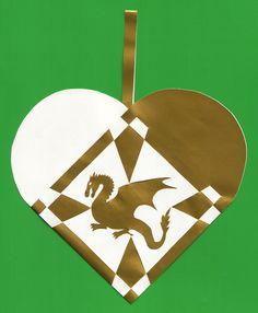 Christmas heart with Welsh Dragon free template Christmas Hearts, White Christmas, Christmas Diy, Christmas Ornaments, Holiday, Danish Christmas, Scandinavian Christmas, Paper Weaving, Art N Craft