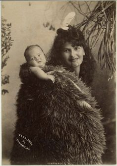 Photograph (black and white); portrait of a Maori woman carrying baby on her back; New Zealand. Tonga, Tahiti, Polynesian People, Maori People, Maori Designs, Maori Art, Kiwiana, Cultural, People Of The World
