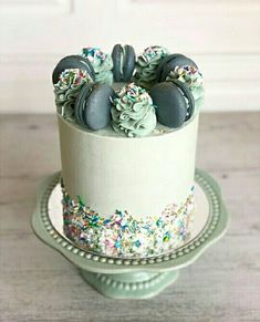 Check out alenasays.com for more wedding ideas and inspiration! #wedding Cupcakes, Cake Cookies, Cupcake Cakes, Pretty Cakes, Beautiful Cakes, Amazing Cakes, Fondant Cakes, Buttercream Cake, Modern Cakes