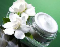 White Gardenia Fragrance Oil by Nature's Garden is a beautiful floral aroma. This floral scent is sure fabulous in your homemade craft projects. In China, All Natural Skin Care, Organic Skin Care, Atopische Dermatitis, Hyaluron Filler, Skin Care Center, Soap Supplies, White Gardenia, Beauty Sale