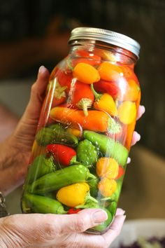 Preserving peppers in vinegar and salt. Here is one way to preserve your garden peppers. You can use this method with other vegetables as well. It is super easy and fast! c vinegar, 2 t salt 2 c hot water for 1 quart** How To Pickle Peppers, Canning Peppers, Pickling Peppers, Pickled Pepper Recipe, Pickled Hot Peppers, Pepper Sauce Recipe Vinegar, Coconut Oil Weight Loss, Homemade Pickles, Pickling Cucumbers