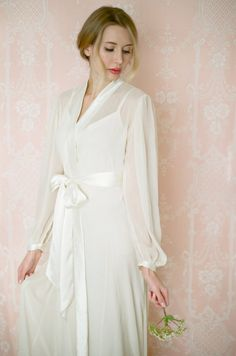 What a beautiful robe for your wedding night and honeymoon.Isolde. Poet sleeve chiffon robe. Long bridal by SingingSlowly
