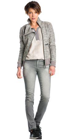 Zandkleurige blouse, Grijze jeans met zilveren details & Vest van structuurstof met glitters en ritsen Dolce Vita #zandkleurig #blouse #jeans #zilver #details #vest #structuurstof #glitters #ritsen #inspiration #style #lapland #FW15 #kennedyfashion #saopaulofashion