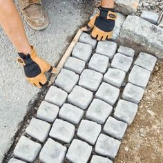 laying the cobblestone mats in the driveway apron Driveway Apron, Driveway Edging, Resin Driveway, Stone Driveway, Gravel Driveway, Driveway Landscaping, Circle Driveway, Driveway Ideas, Driveway Gate