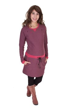Viva la Mama | Fall and winter are coming! Nursing dress UNA (berry/mottled). This sporty, long-sleeved, short dress is a must-have for your upcoming fall/winter pregnancy wardrobe! UNA is also ideal for discreet breastfeeding as well as after the nursing period. The dress is a wonderful gift for Christmas, Valentine's Day, birth or baby shower! #maternityfashion