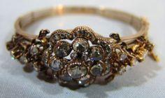 JOIA, imponente e antiga pulseira em ouro e diamantes facetados tipo pedra rolada cravados ao invers