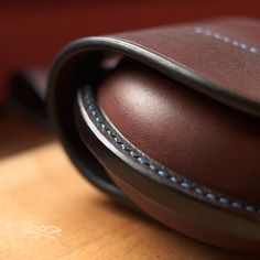 Porte-monnaie «UFO. Leather Bags Handmade, Leather Craft, Leather Purses, Leather Wallet, Crea Cuir, Leather Fabric, Leather Working, Sunglasses Case, Creations