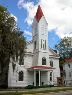 Tabernacle Baptist Church ~ Originally Beaufort Baptist Church was built in 1840, and after being damaged in the hurricane of 1893, it was rebuilt and rededicated. Beaufort, South Carolina