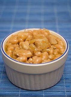 /fèves au lard a la mijoteuse avec sirop d'Érable. Slow Cooker Recipes, Crockpot Recipes, Cooking Recipes, Baked Bean Recipes, Beans Recipes, Canadian Food, Canadian Recipes, Baked Beans, Baking