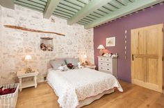 Eclectic style bedroom by Pixcity