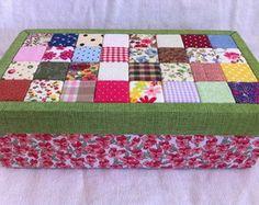Caixa retalho verde/vermelha florida
