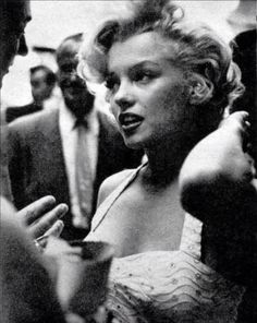 Marilyn Monroe at Graumens Chinese Theatre. Before getting her handprints & footprints.