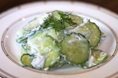 Komkommer salade met yoghurt dille dressing