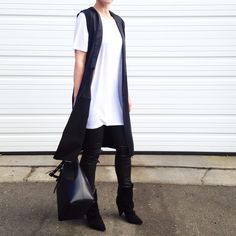 Black and white. Minimal style. Photo: fashionably.fit
