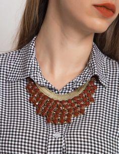 Red Gemstone Collar Necklace Κολιέ με πέτρες σε απόχρωση του κόκκινου-μπορντό και χρυσό φινίρισμα. 9,90 €