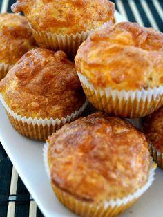 Fajna imprezowa przekąska dla dużych i małych - wytrawne muffinki, które smakują jak pizza. Koniecznie wypróbuj na swojej imprezie!