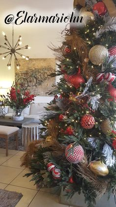 Arbol navidad el armario hn Christmas 24, Outdoor Christmas, Christmas Stockings, Christmas Crafts, Christmas Tree Decorations, Holiday Decor, Xmas Trees, Green Trees, Christmas Traditions
