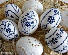 Sensational Easter Egg Decorating Ideas - Life Is Fun Silo Egg Crafts, Easter Crafts, Holiday Crafts, Egg Shell Art, Easter Egg Pattern, Egg Tree, Easter Egg Designs, Ukrainian Easter Eggs, Diy Ostern