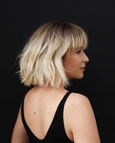 22 Short Blonde Hair Ideas to Inspire Your Next Salon Visit - Best Pins Live Pixie Cut With Bangs, Bob Haircut With Bangs, Short Hair With Bangs, Short Hair Cuts, Short Blonde Curly Hair, Short Bob Bangs, Bobs For Thin Hair, Wavy Bobs, Straight Hair