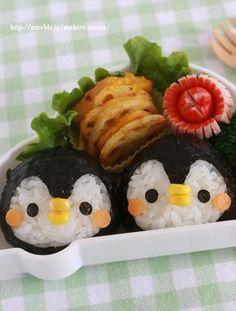 Make these cute penguins for your kids bento. Cute Bento Boxes, Bento Box Lunch, Cute Food, Yummy Food, Comida Disney, Japanese Food Art, Kawaii Dessert, Kawaii Bento, Bento Recipes