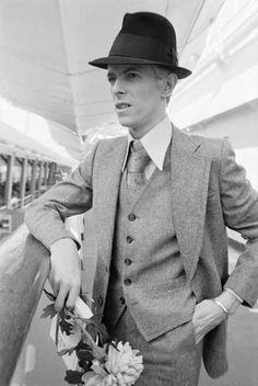 David Bowie aboard the SS Leonardo da Vinci, New York City Photo by Andrew Kent David Bowie, David Jones, Slider, Fashion Magazin, The Thin White Duke, Photo Vintage, Major Tom, Ziggy Stardust, Star Wars