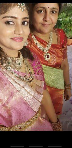 Saree Jewellery, Bridal Jewellery, Diamond Jewellery, Gold Jewelry, Jewelery, Bridal Sarees South Indian, Indian Bridal Photos, Indian Wedding Photography Poses, Saree Trends