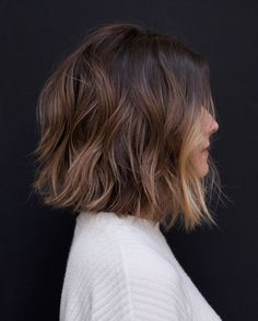 10 Easy Wavy Bob Hairstyles with Balayage - 2019 Female Short Haircuts Medium Bob Hairstyles, Thin Hairstyles, Office Hairstyles, Anime Hairstyles, Stylish Hairstyles, Hairstyles Videos, Hairstyle Short, Style Hairstyle, School Hairstyles