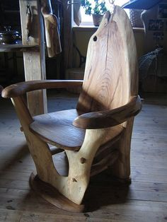 A chair inspired by natural forms, from a post about straight and curved lines in architecture and our well-being; photo by Nature form furniture Rustic Log Furniture, Driftwood Furniture, Unique Furniture, Diy Furniture, Furniture Design, Cabin Furniture, Western Furniture, Driftwood Table, Wood Creations