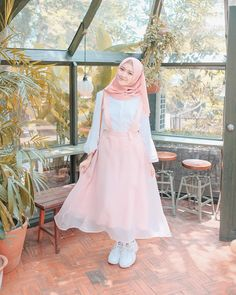 New Fashion Hijab Vintage Casual 49 Ideas Modern Hijab Fashion, Street Hijab Fashion, Hijab Fashion Inspiration, Muslim Fashion, Trendy Fashion, Vintage Fashion, Photoshoot Inspiration, Fashion Fashion, Hijab Casual